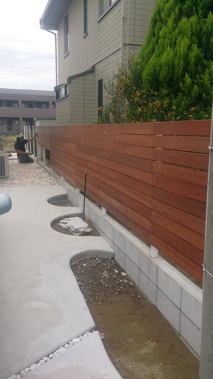 茨城県鹿嶋市S様、ウッドフェンス作成アマゾンジャラ材使用