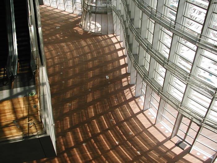 東京都港区六本木国立新美術館
